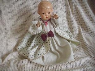 Schildkrötpuppe 35 mit Kleid