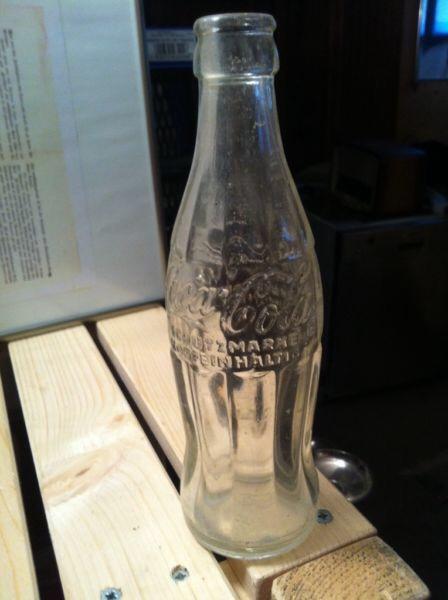 Coca-Cola Thermometer. 446, Afri Cola immer erfrischend Prüfzettel datiert auf 1976, Thermometer fehlt, Schild ist verzogen.