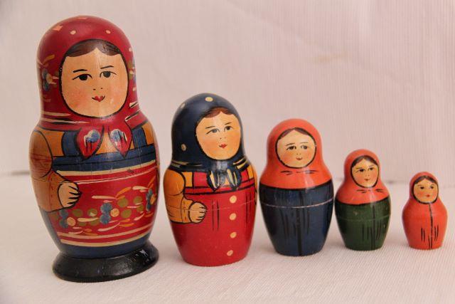 russische figuren ineinander
