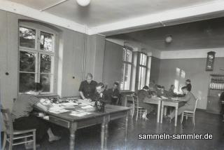 Büroraum mit Ausstattung der 50er Jahre