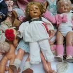 Puppen auf dem Flohmarkt