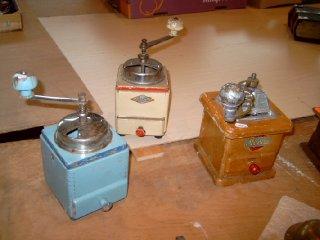 Alte Kaffeemühlen, die Entwicklung ihrer genialen Technik   {Kaffeemühlen 85}