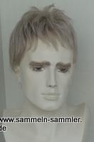 Männlicher Prückenkopf mit Perücke