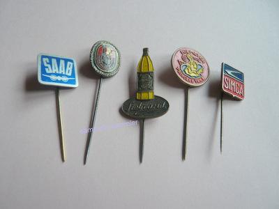 Anstecknadeln und Pins