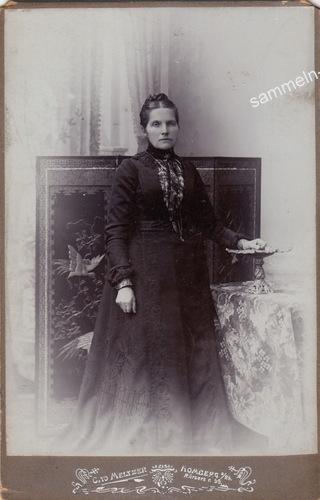 Kabinettfoto mit Dame